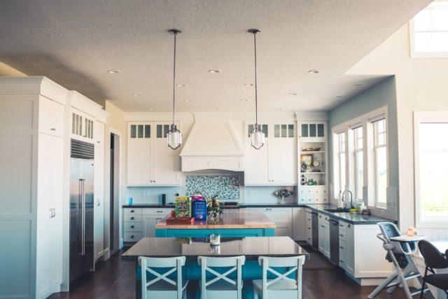 Spar strøm på kjøkkenet